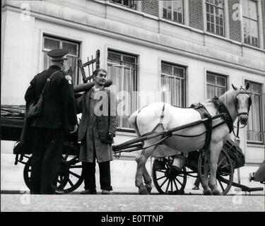 Sep. 09, 1960 - Traffic Wardens start Duty, where to put the Ticket on a Horse and Cart?: London first traffic wardens - Stock Photo