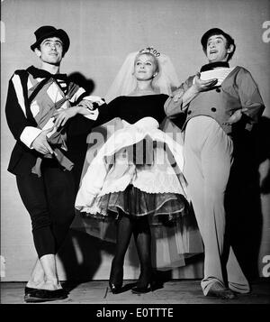 Mime Marcel Marceau on stage with co-stars - Stock Photo