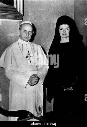 Pope Paul Vl standing with First Lady Jackie Kennedy - Stock Photo