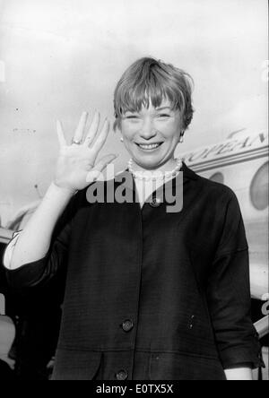 Actress Shirley MacLaine at the airport in Paris - Stock Photo