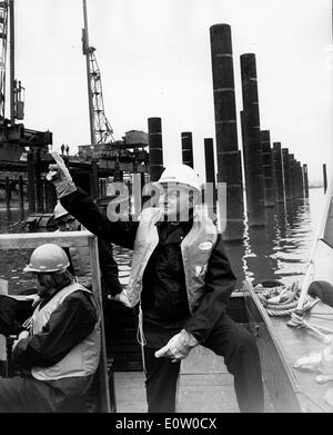 Politician Reg Goodwin works on a boat - Stock Photo