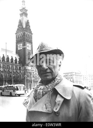 Director Elia Kazan in front of the town hall of Hamburg - Stock Photo