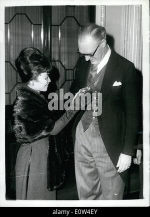 Apr. 04, 1961 - The First Lady of Vietnam visits the Lord Mayor of London.: Mrs. Ngo Dinh Nhu, the first lady of - Stock Photo