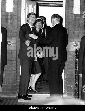 President Kennedy and Jackie arrive in London - Stock Photo