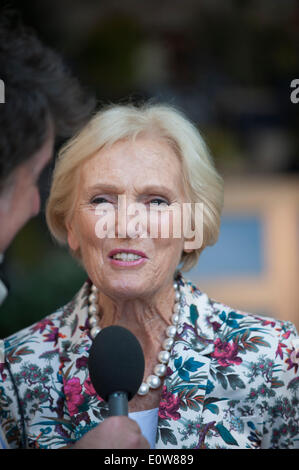 London, UK, 19th May, 2014. RHS Chelsea Flower Show sponsored by M&G. English food writer and TV presenter Mary - Stock Photo