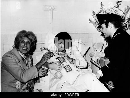 First Lady Claude Pompidou visits child in hospital - Stock Photo