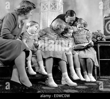 Queen Juliana, Prince Bernhard and daughters - Stock Photo