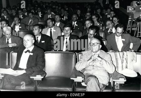 Jul. 07, 1962 - A colloquium on photosynthesis was held yesterday in Saclay. About 60 scholars from around the world - Stock Photo