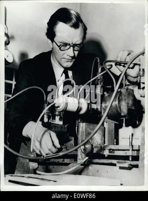 Oct. 18, 1962 - 18-10-62 British scientists joint winners of Nobel Prize – British scientists Dr. Maurice - Stock Photo