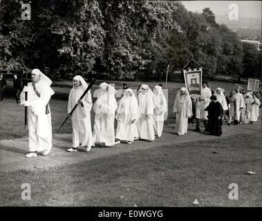 Sep. 23, 1962 - DRUIDS OBSERVE THE AUTUMNAL EQUINOX CEREMONY ON PRIMROSE HILL: The annual assembly of members and - Stock Photo