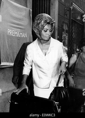 Actress Sophia Loren after getting her hair done at the salon - Stock Photo