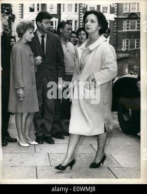 Sep. 09, 1963 - CHRISTINE KEELER APPEARS IN COURT: CHRISTINE KEELER, PAULA HAMILTON MARSHALL and their housekeeper - Stock Photo