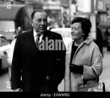 Mayor Richard J. Daley visits London with wife Eleanor - Stock Photo