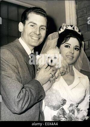 Feb. 02, 1965 - Susan Maugham the pop singer weds at the Hampstead Register Office: Singer Susan Maughan who made - Stock Photo