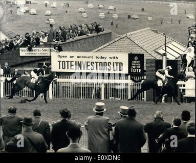 May 05, 1966 - Irish horse valoris wins the richest-ever oaks - worth £35,711 - At Epsom today.: Photo shows - Stock Photo