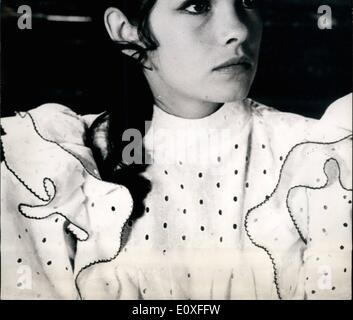 Aug. 08, 1966 - Newcomer To Screen She Co-Stars With Belmondo: At Twenty, Genevieve Bujold, The Revelation Of ''La - Stock Photo