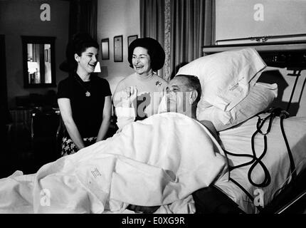 President Johnson visited in the hospital by his wife and daughter - Stock Photo