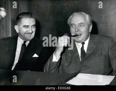 Dec. 12, 1966 - Mr. Wilson Flins Back From Gibraltar After His Talks With Mr. Ian Smith. Britain's Prime Minister, - Stock Photo