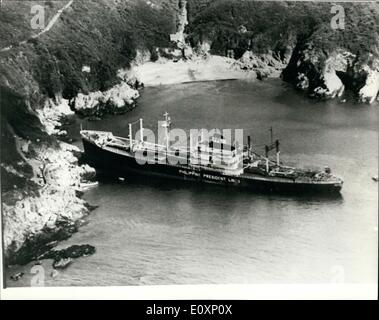 Jul. 07, 1967 - Ship aground in Guernsey: The Philippine vessel, President Garcia, a 10,826 ton cargo ship crashed - Stock Photo
