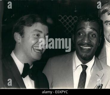 Aug. 08, 1967 - Sammy Davis' and his Pal Gerry- and All-Night Party: When Sammy Davis Jr. heard Gerry Marsdon and - Stock Photo