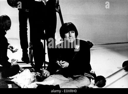 Singer John Lennon breaks from filming - Stock Photo