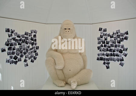 Chelsea, London, UK. 19th May, 2014. BoJo the gorilla, the crochetdermy sculpture of Boris Johnson, Mayor of London - Stock Photo