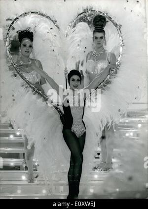Sep. 18, 1967 - Zizi Jeanmaire poses in front of a heart of feathers with two Bluebell girls from the Lido in Paris - Stock Photo