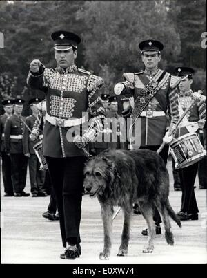 Sep. 27, 1967 - New Regimental Mascot for the Irish Guards: A 10-month old Irish wolfhound, Fionn, yesterday became - Stock Photo
