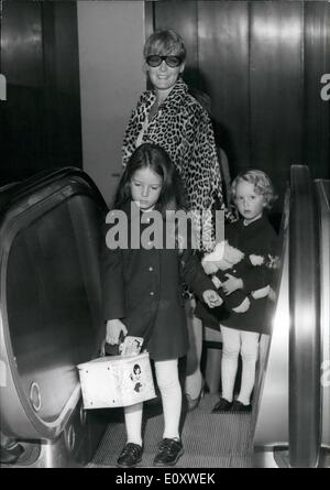 Oct. 08, 1967 - Singer Petula Clark and her two daughters Catherine and Barbara arrive at Orly airport in Paris - Stock Photo