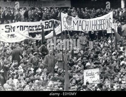May 05, 1968 - Mass Protest against emergency-laws: Some 60,000 people took part on a demonstration in Bonn today - Stock Photo