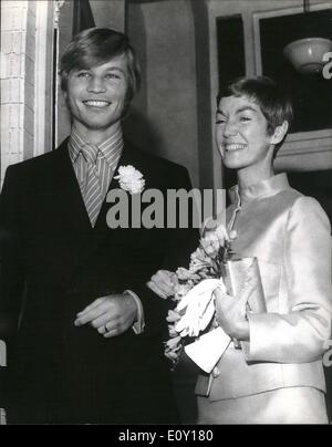 Mar. 03, 1968 - Michael York weds.: British actor, Michael York, who is 26 today married American photographer, - Stock Photo
