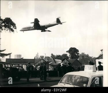 Sep. 09, 1968 - French Aircraft crashes at Farnborough Air show. Eight killed: A French maritime patrol aircraft - Stock Photo