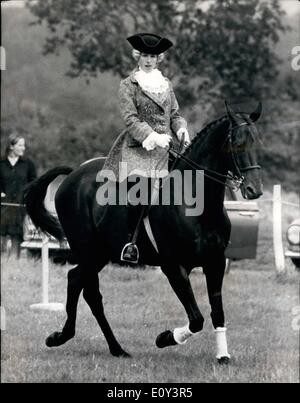 princess anne on horseback riding mardi gras taking part in the stock photo 19539159 alamy. Black Bedroom Furniture Sets. Home Design Ideas