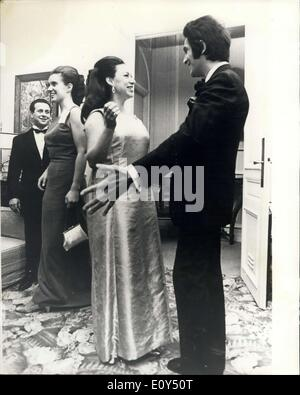 Nov. 07, 1968 - Princess Margaret Meets Valentino. Valentino the Roman Designer, last night showed his winter collection - Stock Photo