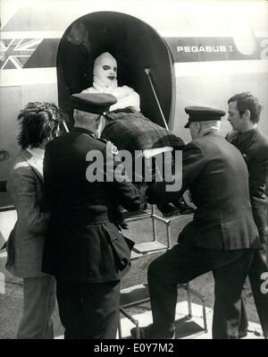 Apr. 04, 1969 - Barry Ryan arrives back home after being badly burned in a studio accident in Munich: Pop singer - Stock Photo