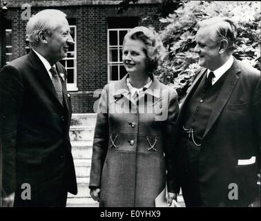 Jun. 06, 1970 - The new cabinet meets in the garden of Nolo: Mr. Ted Heath the Prime Minister held an informal meeting - Stock Photo