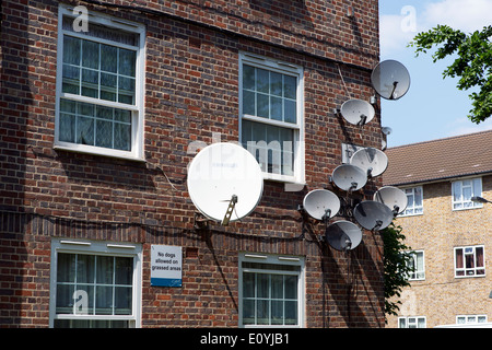 Satellite dishes on the outside of Lant House, Toulmin Street, London, England, UK. - Stock Photo