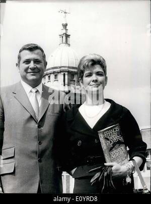 Apr. 04, 1971 - U2 Pilot Gary Powers In London For Publication Of His Book: Gary Powers, 41, the American U2 spy - Stock Photo