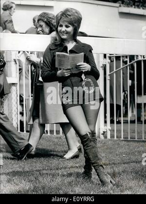Apr. 20, 1971 - April 20th, 1971 Racing at Epsom – Lulu studies form.  Photo Shows: One of the visitors to - Stock Photo
