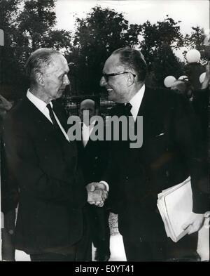 May 05, 1971 - Sir Alec Douglas Home meets M. Schumann; Sir Alec Douglas Home, Britain's Foreign Secretary, seen - Stock Photo
