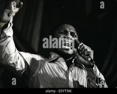 Jun. 06, 1971 - Joe Frazier Sings. World heavyweight boxing champion Joe Frazier, pictured on stage during his singing - Stock Photo