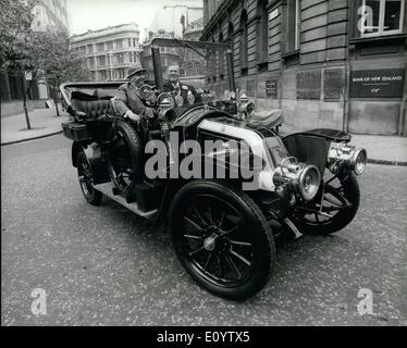 Jun. 06, 1971 - Veteran car trip for Lord mayor.; the Lord mayor of London, Sir Peter Studd, going for a drive ''round - Stock Photo