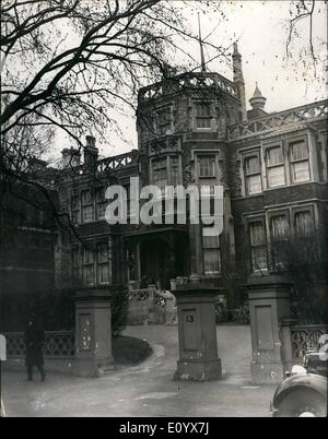 Sep. 09, 1971 - Britain expels 105 Russians after KGB defector exposes Soviet spy net in London: Britain expelled - Stock Photo