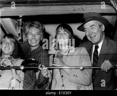 Actor James Stewart travels to Paris with family - Stock Photo