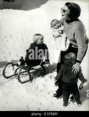 Mar. 16, 1970 - Dutch Royals on Holiday in The snow; Crown Princess Beatrix of the Netherlands, Prince Claus, and - Stock Photo