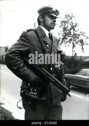 May 30, 1972 - Bomb attempts in West Germany: A heavy armed policemen participating in the search for the Anarohist - Stock Photo