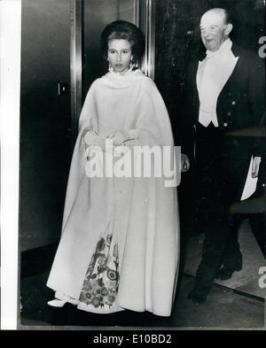 Mar. 03, 1972 - PRINCESS ANNE AT BAIL After being welcomed by The Duke of Beaufort, Princess Anne, wearing a somewhat - Stock Photo