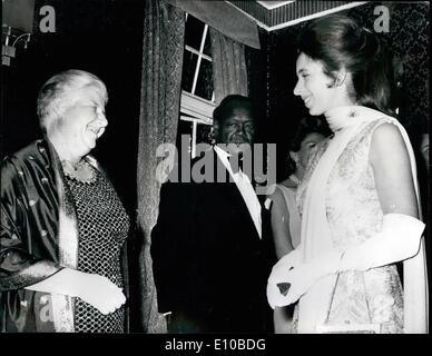 Mar. 03, 1972 - Princess Anne meets a flying Doctor.: Princess Anne shares a joke with Dr. Anne Spoerr, a flying - Stock Photo