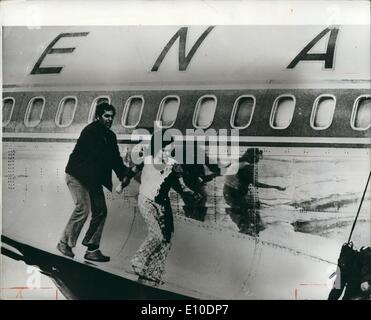 May 05, 1972 - Passengers Safe On Hijacked Plane: Israeli soldiers stormed four Arab commandos aboard the hi-jacked - Stock Photo