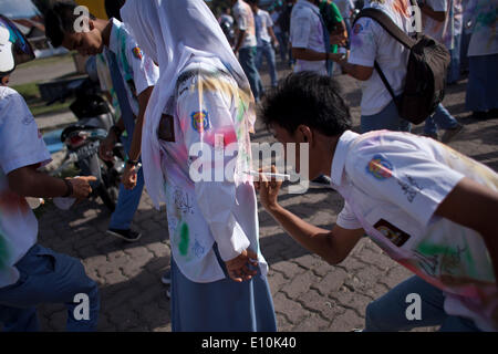 May 20, 2014 - Banda Aceh, Aceh, Indonesia - Students from a high school in Banda Aceh celebrates their graduation - Stock Photo